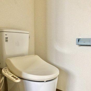 清潔感のあるトイレですね