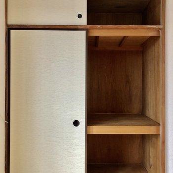 押入れタイプの収納、ボックスやケースで整理しても良さそうです