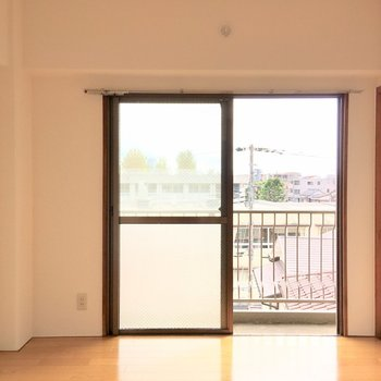 【居室:間取り図右】もう一つの居室も、ほとんど仕様は同じです。
