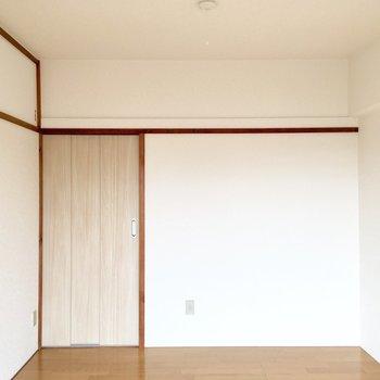 【居室:間取り図右】扉はこちらの方がコンパクトですね。