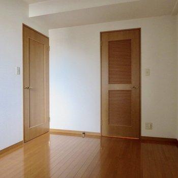 【洋室】あれ、扉が2つある…