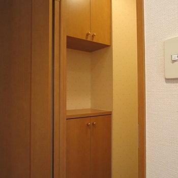 トイレにもしっかり収納があります