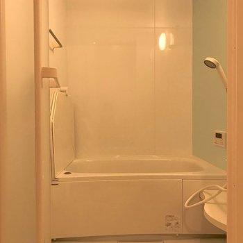新築らしくお風呂も綺麗。