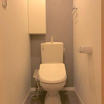 トイレには棚も置いてありました。