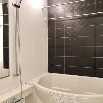ゆったりくつろげる浴槽。
