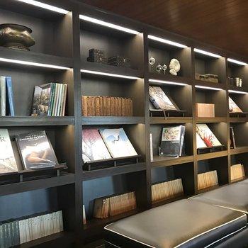 【図書室】古書等があります。
