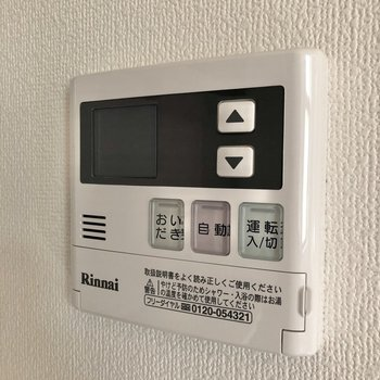 【DK】キッチンの横には追い焚きのスイッチがありました。