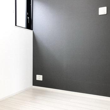 ほどよい光が落ち着くシックなお部屋。※写真は4階の同間取り別部屋のものです
