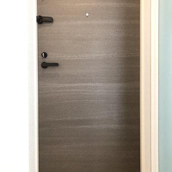 入り口から色味がステキ。※写真は4階の同間取り別部屋のものです