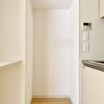 【LDK】奥に冷蔵庫が置けますよ。