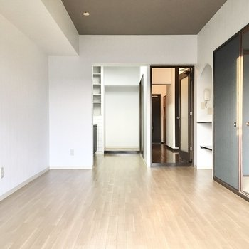 モダンテイストな空間。※写真は3階同間取り・別部屋のものです