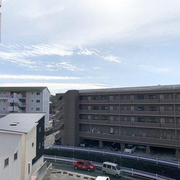 眺望はご近所さま。お隣は駐車場です。