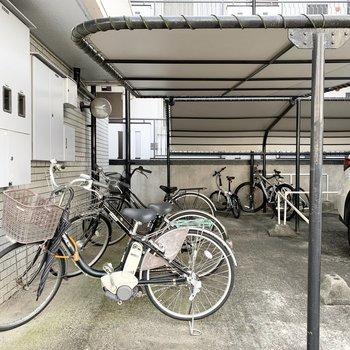 自転車置場はしっかり屋根付。