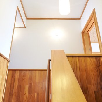 上がって右の洋室へ。