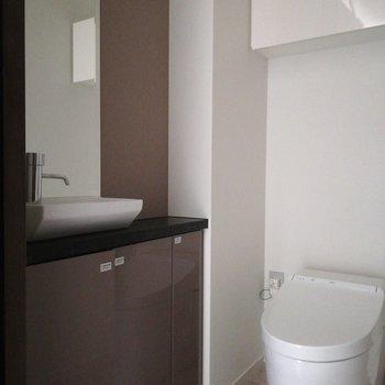 洗練されたデザインのトイレ※写真は前回募集時のものです