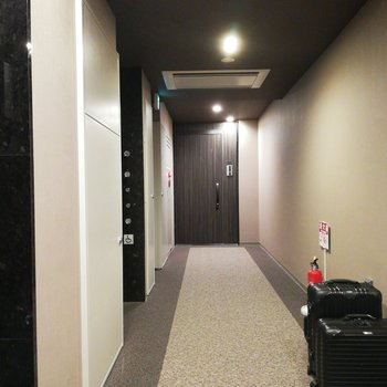 エレベーターを降りて左手前のお部屋です※写真は前回募集時のものです