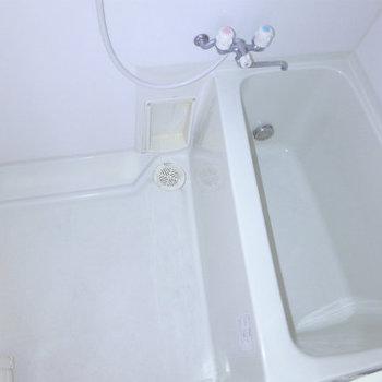 お風呂もコンパクトですが、問題ないです!(※写真は同間取り別室のものです)