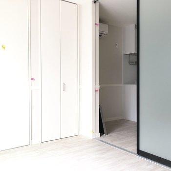 【洋室】スライドドアがかっこいいです。※写真は前回募集時のものです