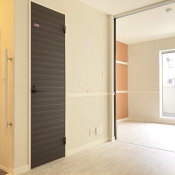 【DK】扉の横縞模様が素敵です。※写真は前回募集時のものです