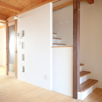 ロフトへ行きます。階段まわりのデザインもかわいいですね