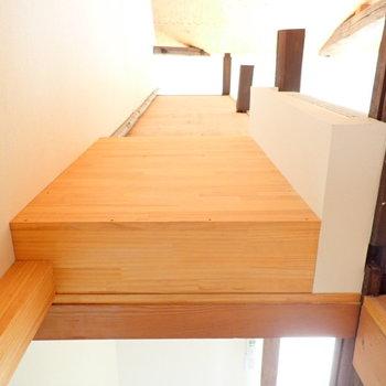 床の間の上の空間も物を置けます