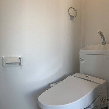 清潔感のあるトイレはウォッシュレットつき!