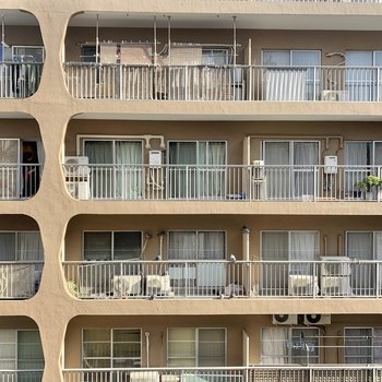 眺望は向かいのマンションです