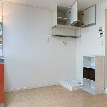 キッチンの右側にもスペースがあるので、この辺りにテーブル置くのもいいかも。