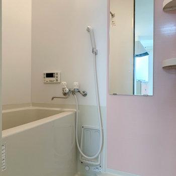 お風呂は浴室乾燥機能付き。しっかりと室内干しができます。