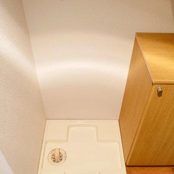靴箱の横に洗濯機置きましょう。 ※写真は1階の同間取り別部屋のものです