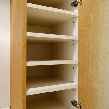 靴箱が一つあって。 ※写真は1階の同間取り別部屋のものです