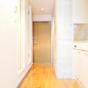 ここがキッチン。 ※写真は1階の同間取り別部屋のものです