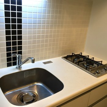 調理スペースはまな板が縦に1枚入るくらいの広さ。