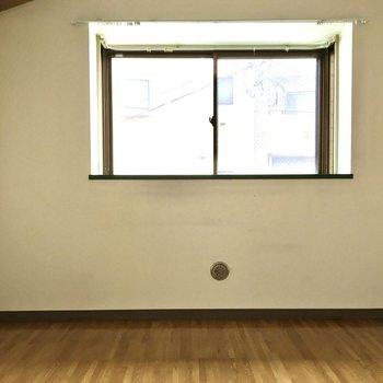 【洋室4.5帖➀】出窓に趣味のグッズなど飾れそうですね!