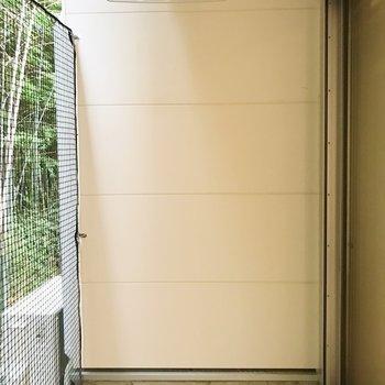広々としたバルコニー。お洗濯物もたくさん干せます。※写真は1階の同間取り別部屋のものです