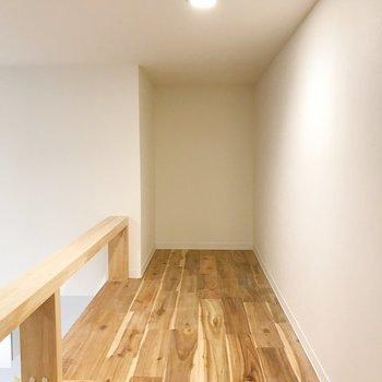 155センチで腰をかがむくらいの高さ。※写真は1階の同間取り別部屋のものです