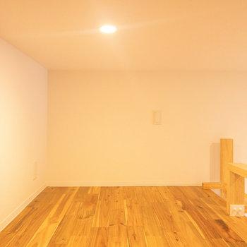 照明の色と床の雰囲気がとても落ち着きます