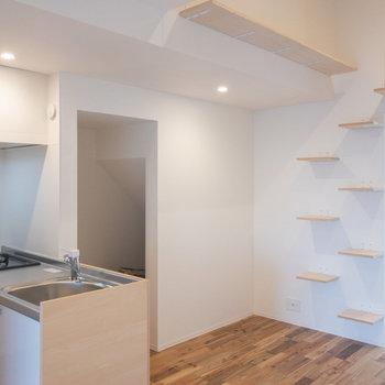 キッチンの向こう側のスペースは収納です。
