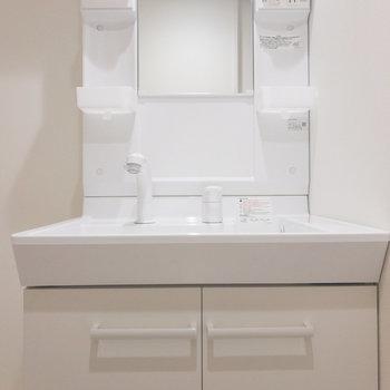 独立洗面台も綺麗です