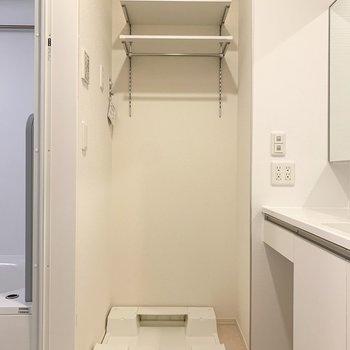 洗面脱衣所に洗濯機置き場があります。※写真は1階の同間取り別部屋のものです