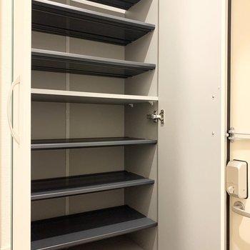 靴好きさんも安心の容量です。※写真は1階の同間取り別部屋のものです