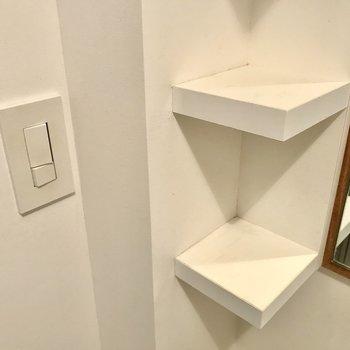 スイッチも、棚も、木の枠の鏡も、全部ぜんぶお気に入り!