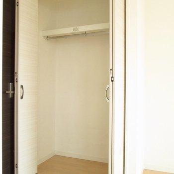 一人暮らしには十分な大きさ。※写真は8階の反転間取り別部屋のものです