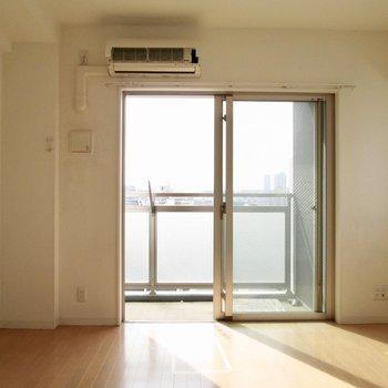 優しい色合いですよね。※写真は8階の反転間取り別部屋のものです