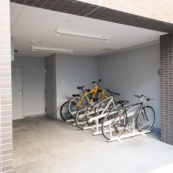 エントランス横には駐輪場が。