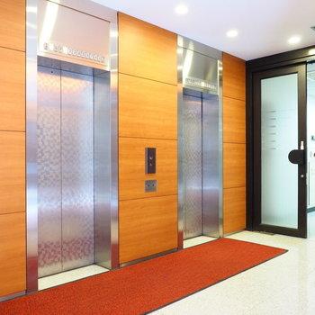 エレベータ―を降りて左手すぐがオフィスです
