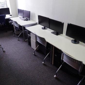 1人1人の作業スペースを確保しています