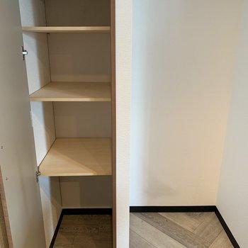 冷蔵庫スペースと収納スペース