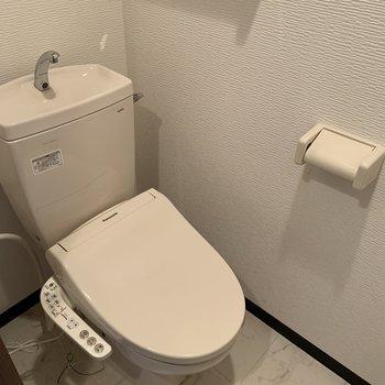 玄関前にはおトイレ