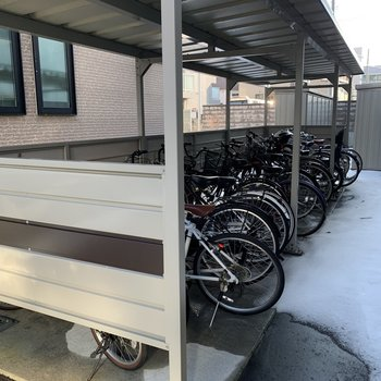 駐輪場は屋根つき♪